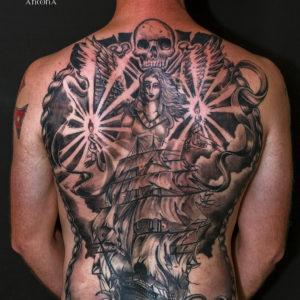 Tatuaggio veliero alla schiena