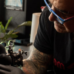 Tom Tattoo tattooing