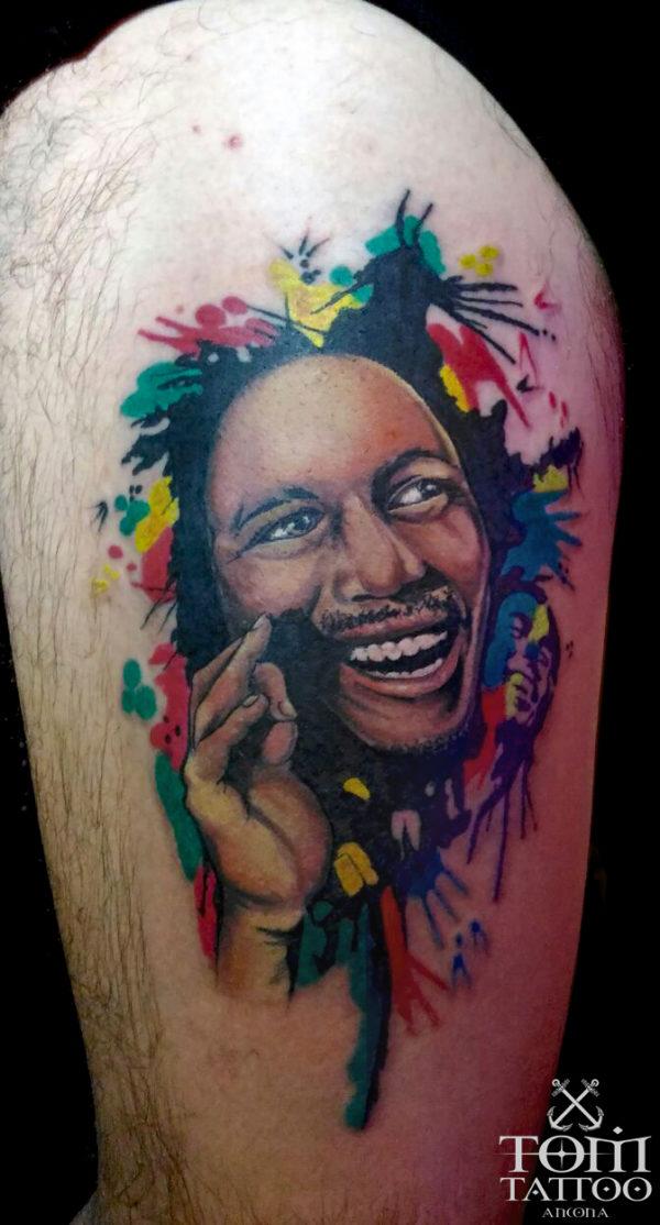 Ritratto di Bob Marley su sfondo a colori