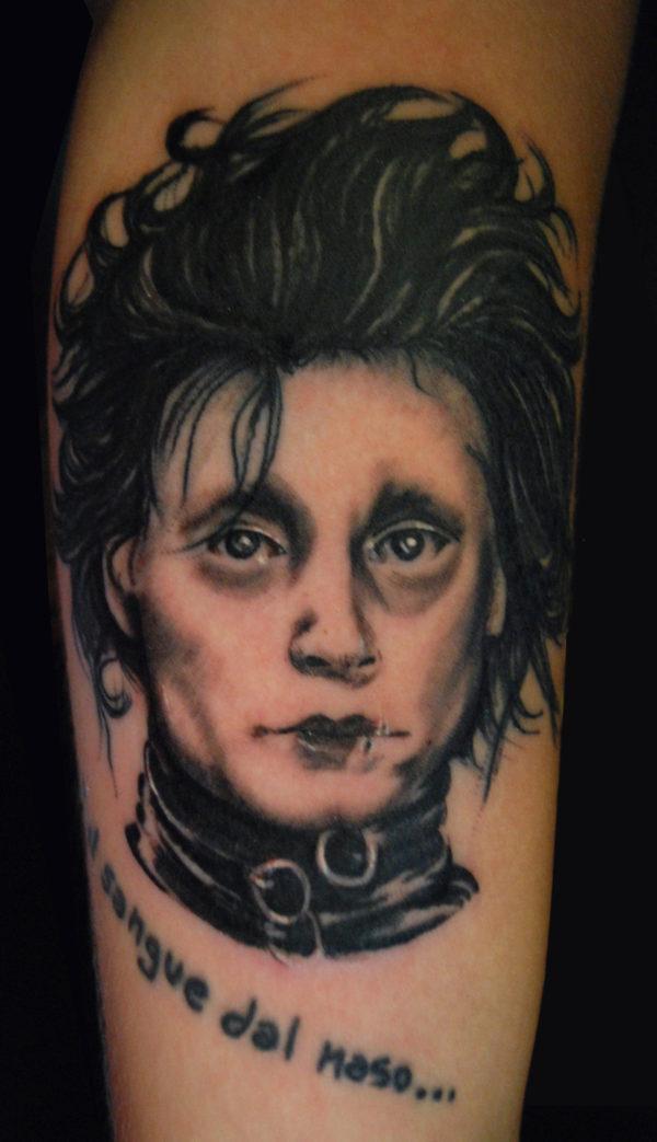 Ritratto di Johnny Depp nel film Edward Mani di Forbice
