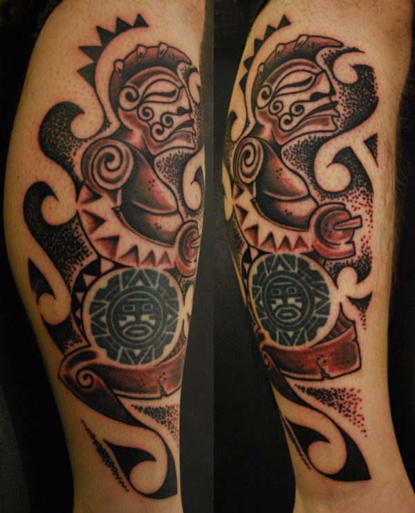 Tiki polinesiano su braccio