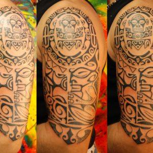 Tribale Polinesiano su spalla e braccio