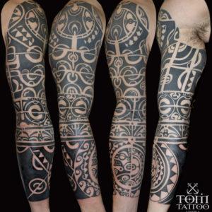 Tribale polinesiano su braccio e avambraccio