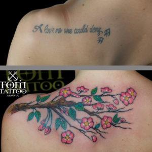 Copertura con un ramo di fiori di ciliegio