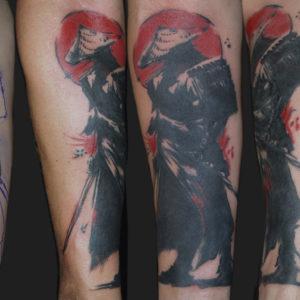 Copertura di un vecchio tatuaggio con un samurai
