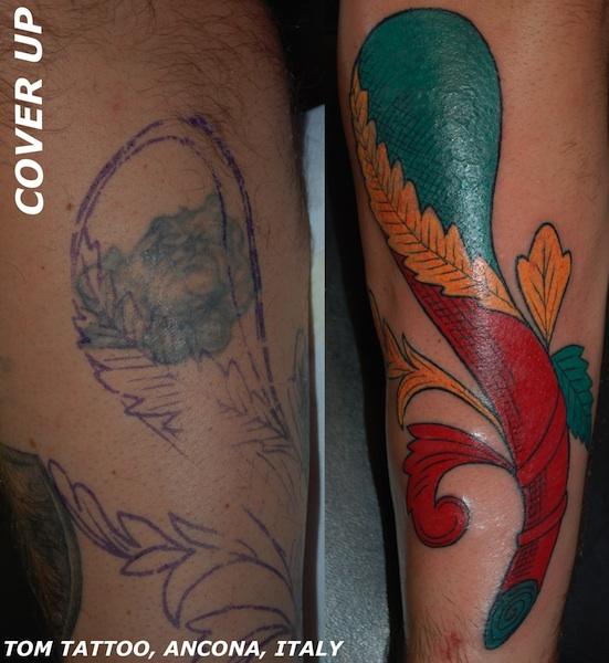 Coperrtura di un vecchio tatuaggio con un asso di bastoni