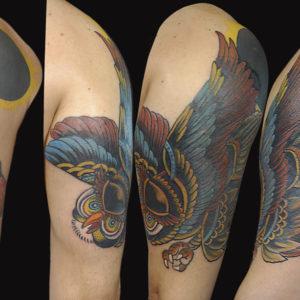 Copertura di un vecchio tatuaggio con un gufo traditional